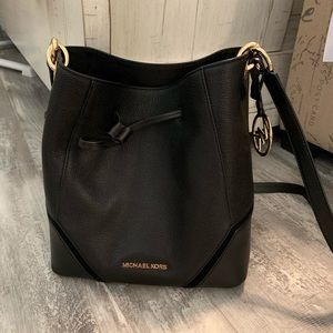 Michael Kors bucket bag. Like new condition w/tag